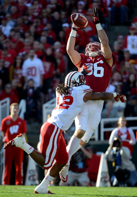 Ertz goes up for a catch in the Rose Bowl.