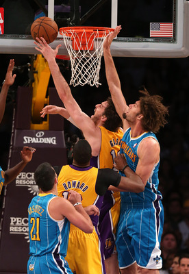 Pau Gasol scores at the rim.