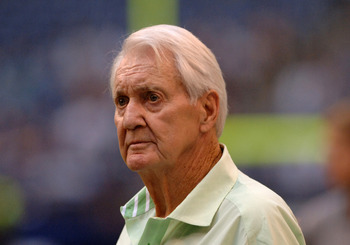 Dallas Cowboys great Pat Summerall on the sidelines during a Monday Night Football game September 19, 2005 in Irving, Texas.  The  Washington Skins defeated the Cowboys 14 - 13. (Photo by Al Messerschmidt/Getty Images) *** Local Caption ***