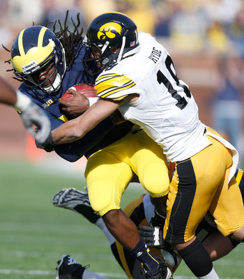 Micah Hyde wrapping up Michigan quarterback Denard Robinshon.