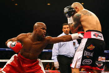 Mayweather will reestablish himself in the fight at the midway point.