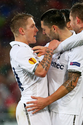 Lewis Holtby celebrates with Clint Dempsey against Basel.