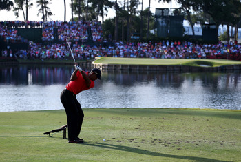 Tiger Woods plays the entertaining 17th hole at TPC Sawgrass on Sunday.