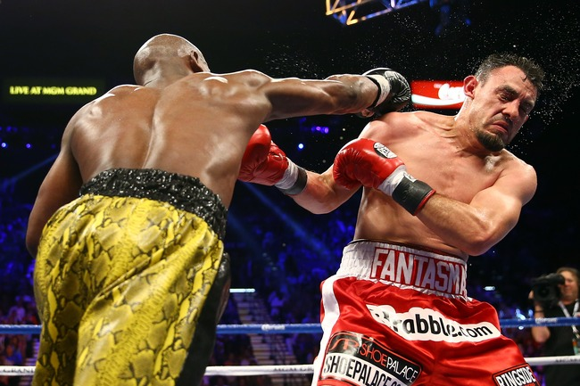 LAS VEGAS, NV - MAY 04:  (L-R) Floyd Mayweather Jr. throws a right to the face of Robert Guerrero in their WBC welterweight title bout at the MGM Grand Garden Arena on May 4, 2013 in Las Vegas, Nevada.  (Photo by Al Bello/Getty Images)