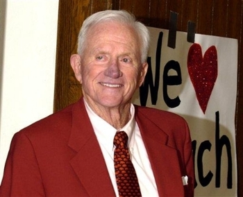 http://www.razorbloggers.net/2007/02/frank-broyles-retires-as-arkansas-athletic-director/