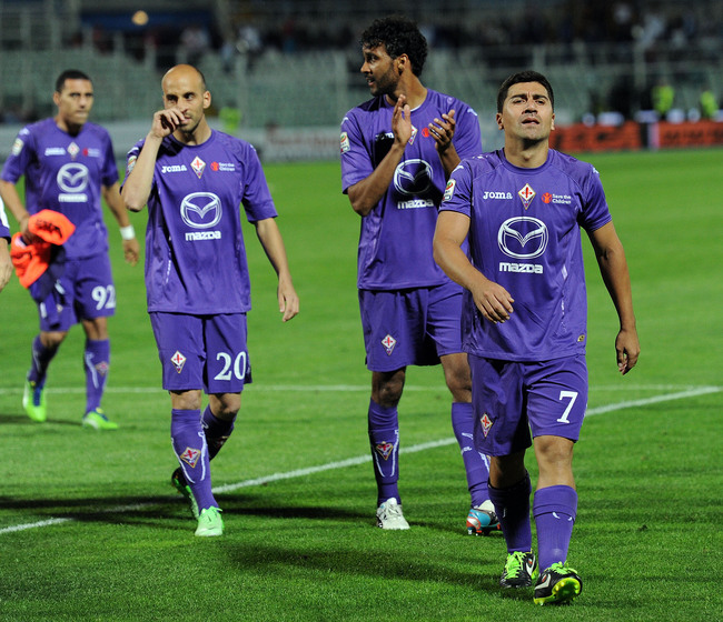 PESCARA, ITALY - MAY 19:  Players of Fiorentina after the Serie A match between Pescara and ACF Fiorentina at Adriatico Stadium on May 19, 2013 in Pescara, Italy.  (Photo by Giuseppe Bellini/Getty Images)