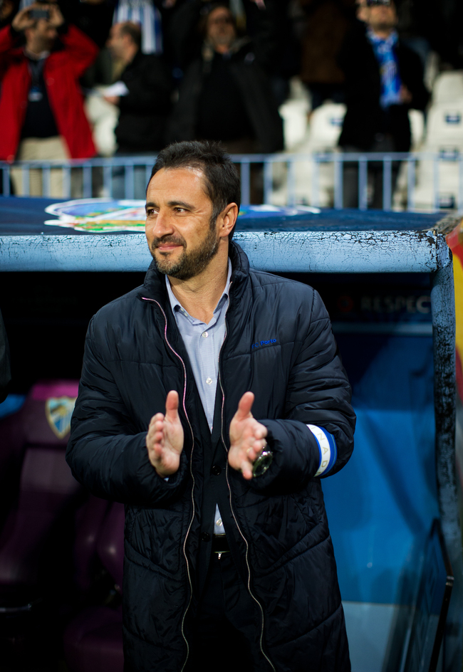 MALAGA, SPAIN - MARCH 13: Head coach Vitor Pereira of FC Porto applauds prior to the start of the UEFA Champions League Round of 16 second leg match between Malaga CF and FC Porto at La Rosaleda Stadium on March 13, 2013 in Malaga, Spain.  (Photo by Jaspe