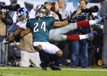 Nnamdi Asomugha defends a pass against the Giants.