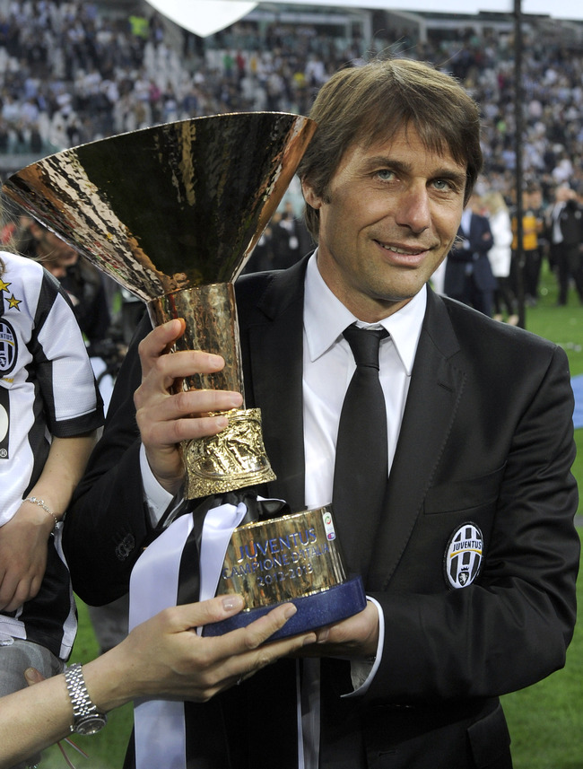 TURIN, ITALY - MAY 11:  Antonio Conte of Juventus FC celebrates with the Serie A trophy after the Serie A match between Juventus and Cagliari Calcio at Juventus Arena on May 11, 2013 in Turin, Italy.  (Photo by Claudio Villa/Getty Images)