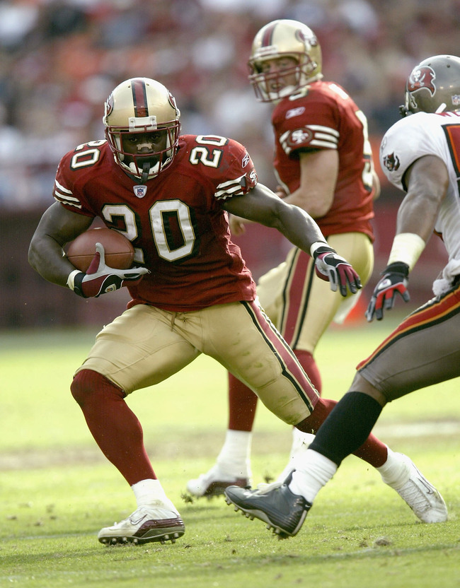 SAN FRANCISCO  - OCTOBER 19:  Running back Garrison Hearst #20 of the San Francisco 49ers carries the ball against the Tampa Bay Buccaneers October 19, 2003 at 3Comm Park in San Francisco.  (Photo by Stephen Dunn/Getty Images)