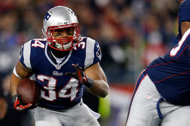 FOXBORO, MA - JANUARY 20:  Shane Vereen #34 of the New England Patriots runs the ball against the Baltimore Ravens during the 2013 AFC Championship game at Gillette Stadium on January 20, 2013 in Foxboro, Massachusetts.  (Photo by Jim Rogash/Getty Images)