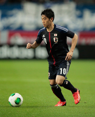 TOYOTA, JAPAN - MAY 30:  Shinji Kagawa of Japan controls the ball during the Japan vs Bulgaria international friendly football match at Toyota Stadium on May 30, 2013 in Toyota, Japan.  (Photo by Adam Pretty/Getty Images)