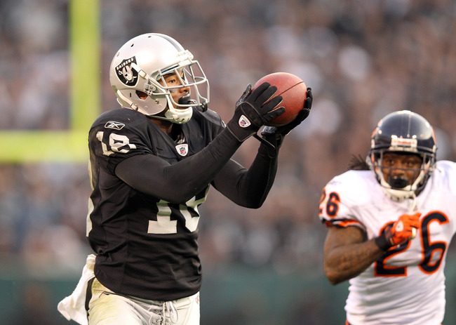 OAKLAND, CA - NOVEMBER 27:  Louis Murphy #18 of the Oakland Raiders catches a ball in front of Tim Jennings #26 of the Chicago Bears at O.co Coliseum on November 27, 2011 in Oakland, California.  (Photo by Ezra Shaw/Getty Images)