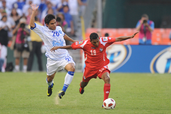 Panama's Alberto Quintero (right).