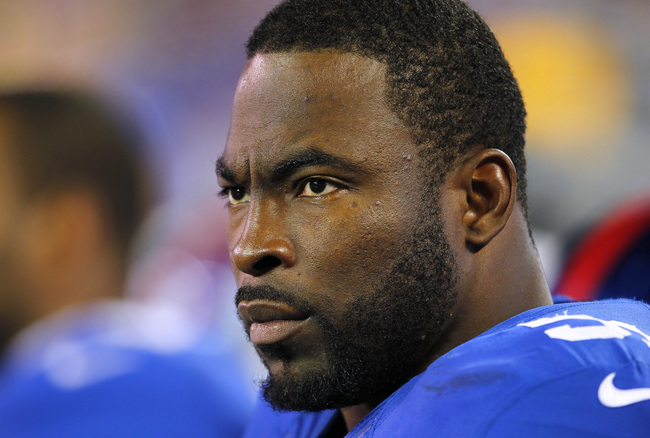 EAST RUTHERFORD, NJ - NOVEMBER 4: Justin Tuck #91 of the New York Giants during an NFL game against the Pittsburgh Steelers at MetLife Stadium on November 4, 2012 in East Rutherford, New Jersey. The Steelers defeated the Giants 24-20. (Photo by Rich Schul