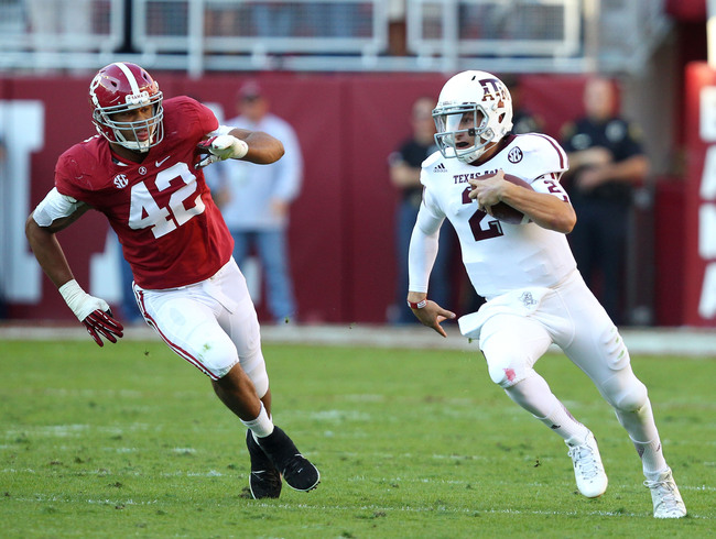 TUSCALOOSA, AL - NOVEMBER 10:  Quarterback Johnny Manziel #2 of the Texas A&M Aggies runs downfield while linebacker Adrien Hubbard #42 of the Alabama Crimson Tide pursues him during the game at Bryant-Denny Stadium on November 10, 2012 in Tuscaloosa, Ala