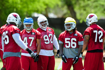Dan Williams (92) is the center of attention at Cards OTAs.