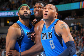 Vince Carter (left) and Shawn Marion (right) of the Dallas Mavericks.