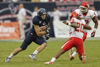 HOUSTON, TX - SEPTEMBER 29:  Vance McDonald #88 of the Rice Owls looks for room to run as Colton Valencia #20 of the Houston Cougars defends at Reliant Stadium on September 29, 2012 in Houston, Texas.  (Photo by Bob Levey/Getty Images)