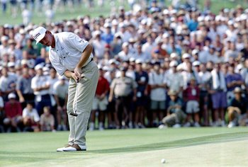 Ernie Els putts from off one of Oakmont's devilish greens in 1994.
