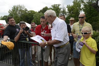 Arnold Palmer still signs lots of autographs.