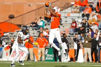 COLUMBUS, OH - NOVEMBER 17:  Chris Gallon #81 of the Bowling Green Falcons makes a catch in front of Sidney Saulter #21 of the Kent State Golden Flashes during the third quarter on November 17, 2012 at Doyt Perry Stadium in Bowling Green, Ohio. Kent State
