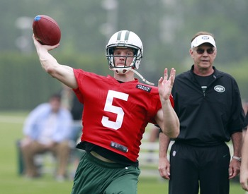 Matt Sims lets one fly at 2013 Jets' OTAs.