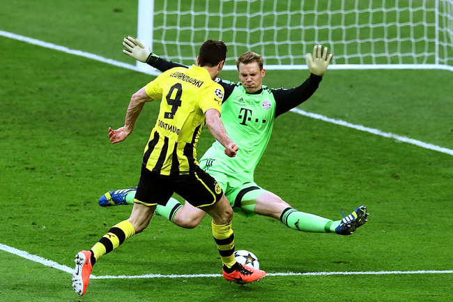 LONDON, ENGLAND - MAY 25:  Robert Lewandowski of Borussia Dortmund attempts a shot past Manuel Neuer of Bayern Muenchen during the UEFA Champions League final match between Borussia Dortmund and FC Bayern Muenchen at Wembley Stadium on May 25, 2013 in Lon