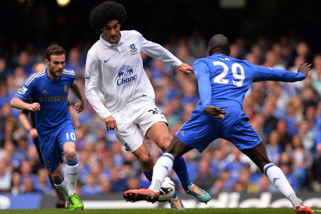 LONDON, ENGLAND - MAY 19:  Marouane Fellaini of Everton is marshalled by Juan Mata and Demba Ba of Chelsea during the Barclays Premier League match between Chelsea and Everton at Stamford Bridge on May 19, 2013 in London, England.  (Photo by Mike Hewitt/G