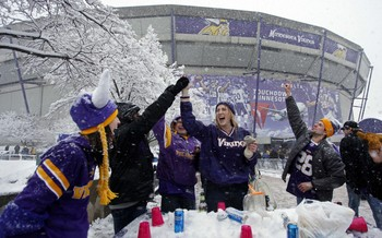 The Minnesota Vikings have played home games outdoors and indoors.