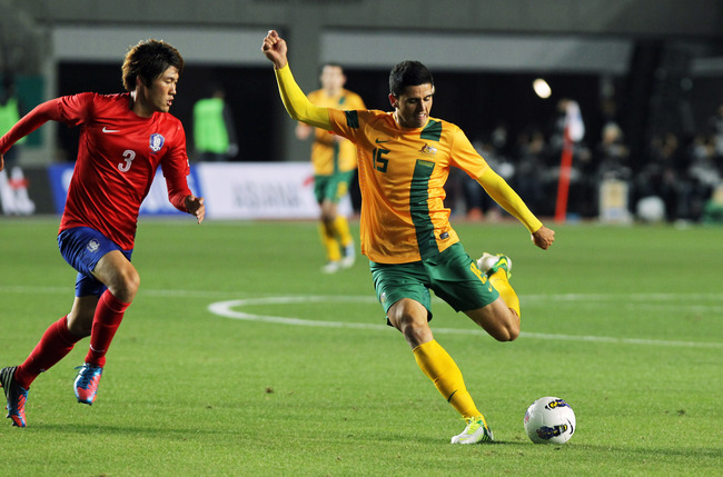 GYEONGGI-DO, SOUTH KOREA - NOVEMBER 14:  Tom Rogic of Australia in action with Hwang Seok-Ho of South Korea during the friendly match between Australia and South Korea on November 14, 2012 in Gyeonggi-do, South Korea.  (Photo by Chung Sung-Jun/Getty Image