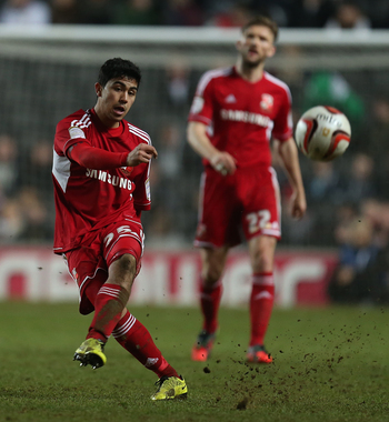 Massimo Luongo returns to Swindon Town on loan.