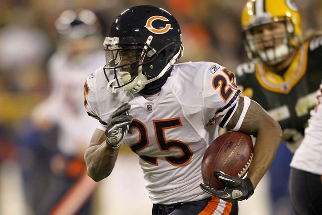 GREEN BAY, WI - DECEMBER 25: Armando Allen #25 of the Chicago Bears carries the ball against the Green Bay Packers at Lambeau Field on December 25, 2011 in Green Bay, Wisconsin.  (Photo by Matthew Stockman/Getty Images)