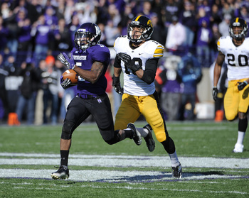 EVANSTON, IL - OCTOBER 27: Venric Mark #5 of the Northwestern Wildcats runs as Micah Hyde #18 of the Iowa Hawkeyes chases him on October 27, 2012 at Ryan Field in Evanston, Illinois.  (Photo by David Banks/Getty Images)