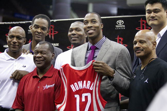 HOUSTON - JULY 13:  Dwight Howard (3R) stands with former Houston Rockets former players (L-R) Clyde Drexler, Ralph Sampson, Calvin Murphy, Hakeem Olajuwon, Yao Ming and John Lucas during a press conference on July 13, 2013 in Houston, Texas.  (Photo by B