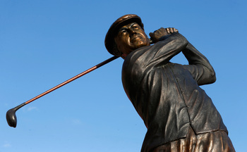 The famous swing is remembered in a statue of Ben Hogan.