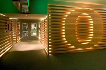 2009-12-sports-facilities-uo-weight-room-entrance-design-by-path-architecture-500x340_display_image_display_image