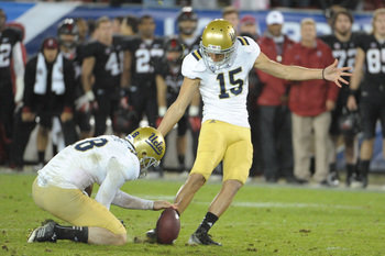 Ka'imi Fairbairn attempting a field goal versus Stanford