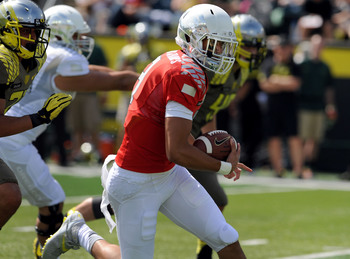 Marcus Mariota scrambles during the spring game