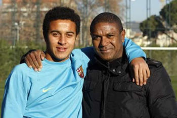 Cristiano-ronaldo-416-thiago-alcantara-and-mazinho-father-photo_display_image