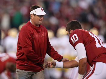Bob Stoops (left) and QB Blake Bell (right)