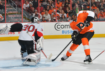 Wayne Simmonds looks to lead the Flyers back to the playoffs.