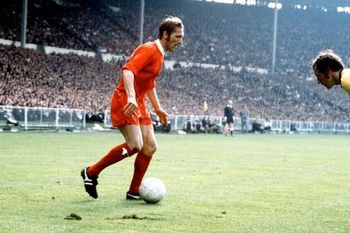 Liverpool-s-peter-thompson-takes-on-arsenal-s-bob-mcnab-883538366-4902913_display_image