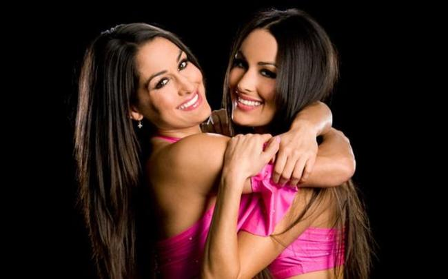Bella_twins_5_crop_650