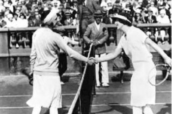 Suzanne Lenglen (left) and Helen Wills