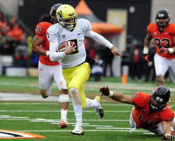 Mariota rushes for a TD against Oregon State.
