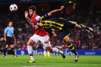 Giroud finds himself in the middle of the action in last night's victory over Fenerbahce.