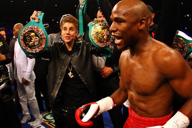 Mayweather-in-the-ring-with-justin-bieber1-1024x682_crop_650