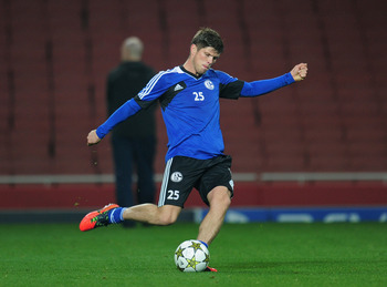 Hi-res-154616253-klaas-jan-huntelaar-of-fc-schalke-04-during-a-training_display_image