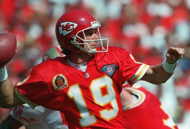 http://cdn.fansided.com/wp-content/blogs.dir/229/files/2012/12/joe-montana-kansas-city-chiefs.jpg